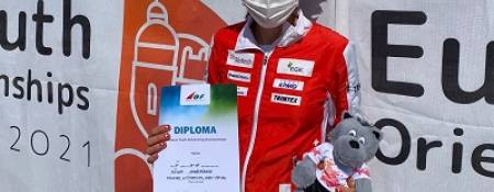 Nina gewinnt Diplom an EYOC